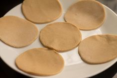 Learn how to make indian poori recipe or puri recipe (indian flat puffed bread) step by step. Pooris are unleavened, puffed indian bread. How To Make Crisps, How To Make Bread, Puri Recipes, Cake Recipes, Egg Paratha, Cream Of Wheat, Chapati, Korma, Quick Snacks