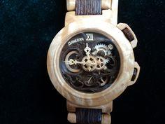Les montres en bois signées Valerii Danevych?