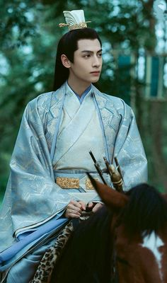 China, Chinese Emperor, Male Cosplay, Chinese Movies, Aesthetic Boy, Chinese Clothing, Hanfu, Queen Fashion, Vans Hi