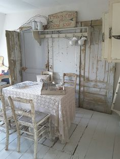 Shabby Chic Interiors, Vintage Interiors, Rustic Decor, Farmhouse Decor, Farmhouse Table, Shabby Chick, Shabby Vintage, Vintage Country, Cottage Chic