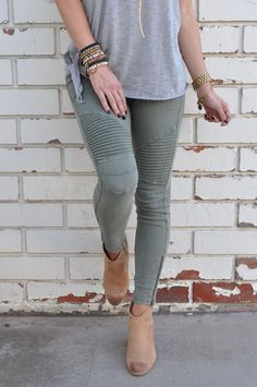 Moto Zipper Jegging - I love the look of these pants!