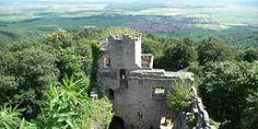 Ne ratez pas le plus ancien château d'Alsace, le château du Bernstein, au coeur de la cité fortifiée de Dambach-la-Ville. À découvrir aussi, les remparts !