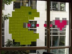 'Make post-it art not war'. That could be slogan of these French workers who are currently fighting an art battle on their office windows, using multicolou Post It Art, Different Drawing Styles, Book Sculpture, High School Art, Art Lessons Elementary, Window Art, Valentine Day Love, Window Design, Sticky Notes