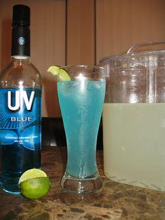 Blue Bombsicle - UV Blue Vodka and lemonade Blue Alcoholic Drinks, Cocktail Drinks, Cocktails, Yummy Alcohol, Mixed Drinks Alcohol, Summertime Drinks, Summer Drinks, Wedding Signature Drinks, Uv Blue