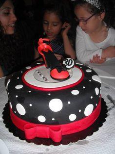 A PattyRTe fez o seu topo de bolo, e pediu um bolo a condizer. Um trabalho conjunto com óptimos resultados