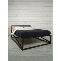 """Серия """"Industrial"""" от онлайн-маркета """"Этажерка"""", металлическая кровать с деревянным изголовьем в стиле Лофт."""