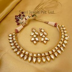 Find wide range of fashion jewellery, imitation, bridal, artificial, beaded and antique jewellery online. Buy imitation jewellery online from designers across India. Call us on [phone] now to resolve your queries. Indian Jewelry Sets, India Jewelry, Jewelry Shop, Custom Jewelry, Fashion Jewelry, Jewelry Making, Jewelry Accessories, Kerala Jewellery, Jewelry Sites