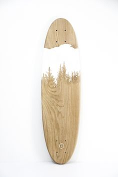 One of a kind, classic style skateboard deck / cruiser board (70x19cm), 100% handcrafted with hand-engraved graphic. Solid wood (chestnut) / quartz powder grip.