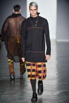 Una muestra urbanita, incluso sensual de la moda masculina fue el espectáculo de Lino Villaventura visto en la semana de la moda de Sao Paulo