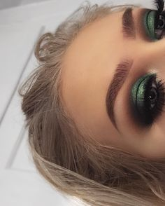 Makeup Artist ^^ | https://pinterest.com/makeupartist4ever/ Metallic green Eyeshadow look