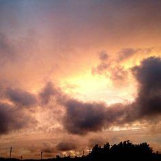 夕焼け。 お日さまは雲の下に~ #空 #夕空 #夕焼け #雲  #japan #sky #sunset #cloud