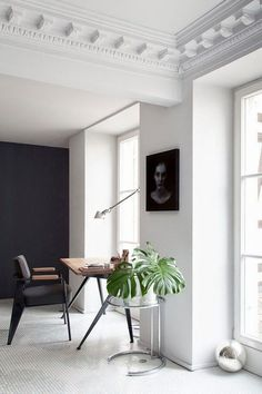 Levelled living room - via Coco Lapine Design / modern / simple / black and white / interior decor / decoration / home Home Interior, Interior Architecture, Interior And Exterior, Interior Decorating, Hallway Decorating, Staircase Architecture, Decorating Ideas, Simple Interior, Classic Architecture