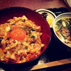 京都に来たら食べるべき価値有りの八起庵の親子丼(^.^) #親子丼 Bowl of rice topped with chicken and eggs!