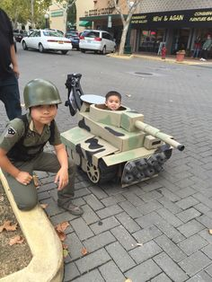 My son Cyrus as a Zombie Hunter and my youngest son Conor with his tank made out of cardboard box at downtown Lodi Kids Army Costume, Toddler Costumes, Boy Costumes, Wagon Halloween Costumes, Group Halloween, Halloween 2018, Baby Halloween, Stroller Costume, Army Baby