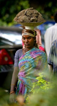 Female laborer in India carrying rock, dirt, & rubble on her head. Poor thing looks exhausted. India Asia, Kerala India, People Around The World, Around The Worlds, Namaste, Indiana, Ariana Grande Drawings, Village Photos, India Facts