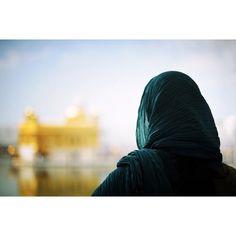 my-spirits-aroma-or: Golden Temple. Girl Photo Poses, Girl Photos, Beautiful Pools, Most Beautiful, Harmandir Sahib, Guru Pics, Life Is Precious, Golden Temple, Life Is Tough