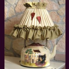 Look at this magnificent photo - what a creative design Country Crafts, Country Decor, Teapot Lamp, Bedside Lamps Shades, Diy And Crafts, Arts And Crafts, Country Paintings, Diy Décoration, Primitive Crafts