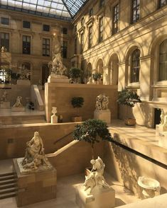 The louvre Paris Beautiful Architecture, Art And Architecture, Places To Travel, Places To Go, Beige Aesthetic, Travel Aesthetic, Pretty Pictures, Aesthetic Pictures, Aesthetic Wallpapers