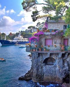 If you know a little Italian, you may want to visit the beautiful country of Italy on your own. Try one of the guided tours of Italy offered by many services. Vacation Places, Dream Vacations, Vacation Spots, Places To Travel, Beautiful Places To Visit, Wonderful Places, Beautiful World, Great Places, Places Around The World