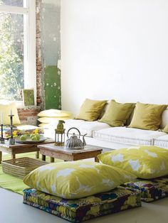 Cozy Relaxing Moroccan Living Room Decoration Ideas - Page 23 of 48 Cozy Living Rooms, Living Room Interior, Living Room Furniture, Moroccan Decor Living Room, Living Room Decor, Large Floor Pillows, Modul Sofa, Floor Seating, Cozy House