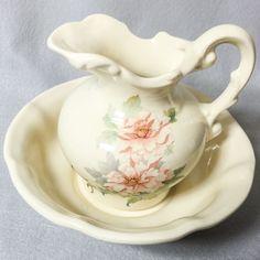 Vintage Pitcher And Wash Basin Bowl Ceramic Porcelain -- BEAUTIFUL USA 7511 Vintage Appliances, Wash Stand, Water Pitchers, Chocolate Pots, Vintage Tea, Ceramic Bowls, Basin, Foot Baths, Tea Pots