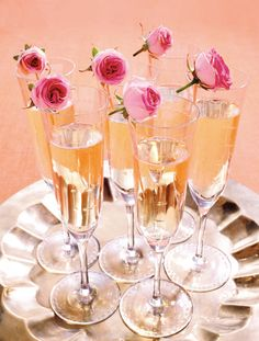 A simple but pretty idea to add some pazazz to your Champagne