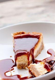 Cheesecake συνταγή με τυρί κρέμα και λευκή σοκολάτα με σος καραμέλας Cheesecake, Desserts, Food, Tailgate Desserts, Deserts, Cheesecakes, Essen, Postres, Meals