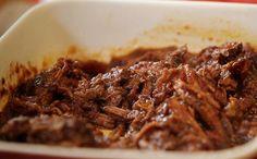 Carne assada na panela de pressão com vinho tinto Rendimento: 8 porções Tempo de…