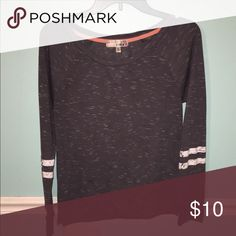 Grey Long Sleeve Shirt Really comfortable, a little loose. Beside that it's all around a good shirt. Message me if you want me to try it on, or if you have any questions. Tops Tees - Long Sleeve