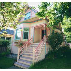 Colorful victorian cottage in Seattle, WA. #athensgoeswest