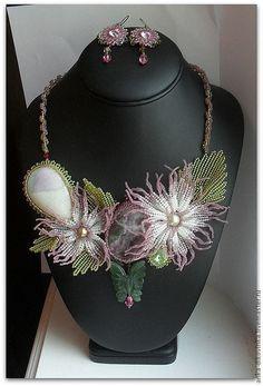 Beading Ideas, Flower Necklace, Beaded Flowers, Patterns, Beads, Places, Garden, Jewelry, Garten