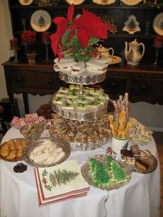 Byna's annual Christmas tea table is out of this world. Not only is it gorgeous to look at but each bit is tasty and so delicious.