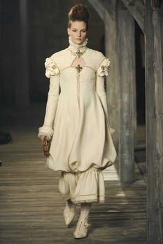 Chanel Pre-Fall 2013 -WHEN LOOKING FOR TIMELESS FASHION, ALWAYS GO ELIZABETHAN!!