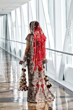 Indian Wedding | Wedding Lenghas | Indian Wedding Invitations - MaharaniWeddings.com - Part 64 Indian Bridal Wear, Indian Wedding Outfits, Pakistani Bridal, Bridal Outfits, Indian Outfits, Indian Weddings, Wedding Lenghas, Mehndi, Bridal Sarees Online