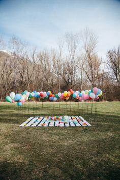 baby shower al aire libre con globos Más