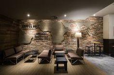 Интерьер кофейни-магазина Starbucks после рестайлинга, Китай