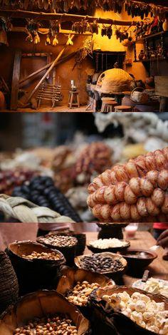 @rodrigoges  Se você quiser conhecer a cultura de um povo, comece pela gastronomia. Ela tem história, herança, textura, cheiro e sabor.   Através da gastronomia descobrimos como era a forma de vida primitiva e como ela se moldou até o mundo contemporâneo. Essas imagens são de uma Chincheria no Vale Sagrado no Peru, onde alguns povoados ainda cultivam de forma artesanal a Chicha, cerveja produzida com as infinitas variedades de milho.