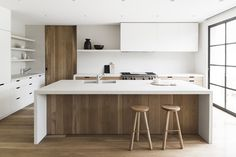 gorgeous and simple modern kitchen island//
