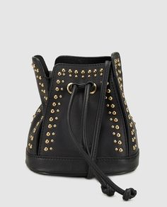 Bolso mini tipo saco modelo The XX de piel en color negro con detalle de tachuelas, lleva asa larga y cierra con correas. Moda Online, Color Negra, Bucket Bag, Backpacks, Style, Fashion, Models, Women's Handbags, Clothes For Girls
