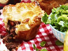 Steak 'n' guinness pie
