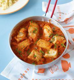 Fish in tomato sauce. We season the tomato sauce with cream. So it becomes wonderfully creamy. Lime rice goes well with this. Fish in tomato sauce. We season the tomato sauce with cream. So it becomes wonderfully creamy. Lime rice goes well with this. Tilapia Fish Recipes, Easy Fish Recipes, Shrimp Recipes, Sauce Recipes, Crockpot Recipes, Easy Meals, Healthy Recipes, Tomato Sauce Recipe, Shellfish Recipes