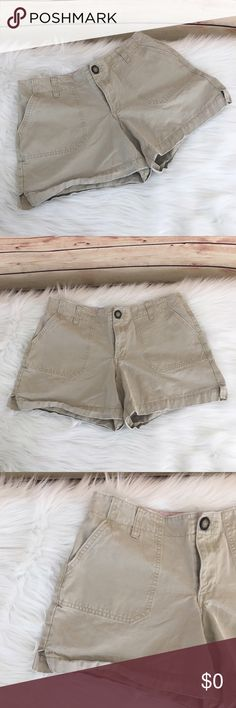 """✨Old Navy cargo shorts ✨Newly listed items are priced to move.. please help me clear out my actual closet 😉 Brand: Old Navy Size: 4 Color: tan Details: khaki cargo style with tortoise button  Measurements: waist (laying flat)- 14.5"""" across, inseam- 4.5"""", outseam- 12"""" Condition: preloved, good  ✨Build a bundle with all your likes and use the automatic bundle discount -or- make me a bundle offer✨ Old Navy Shorts Cargos"""