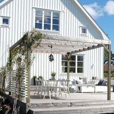 Simple Pergola Designs - Pergola Terrasse Verre - - Pergola Garten Teich - - Backyard Pergola With Fireplace Diy Pergola, Pergola Canopy, Wooden Pergola, Outdoor Pergola, Pergola Shade, Outdoor Spaces, Outdoor Living, Outdoor Decor, Pergola Garden