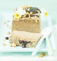 Nougatparfait mit Schokosauce (Rezept, Nachspeise, Dessert, Eis) Austrian Desserts, Cupcakes, Strudel, Vanilla Cake, Feta, Ice Cream, Sweets, Cheese, Cookies