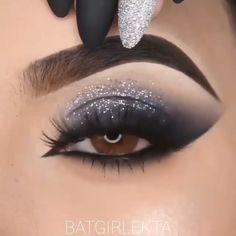 Smoke Eye Makeup, Matte Eye Makeup, Edgy Makeup, Eye Makeup Steps, Eye Makeup Art, Eyebrow Makeup, Eyeshadow Makeup, Silver Glitter Eye Makeup, Bridal Eye Makeup