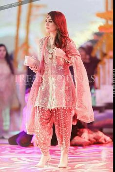 How can I purchase dis dress Contact me 7404300118 Pakistani Party Wear, Pakistani Wedding Outfits, Pakistani Dress Design, Pakistani Dresses, Indian Outfits, Pakistani Designers, Emo Outfits, Stylish Dresses, Casual Dresses
