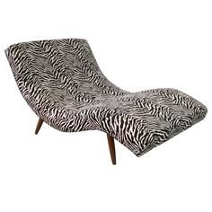 Fresh restoration of S Curved Partners Chaise Lounge by Adrian Pearsall Velvet Chaise Lounge, Adrian Pearsall, S Curves, Modern Patio, Sofa Home, Upholstered Sofa, Chair Fabric, Restoration, Upholstery
