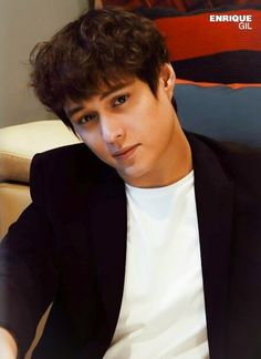 Enrique Gil, Liza Soberano, Filipino Guys, Rick And Morty Drawing, Drawing Female Body, Pinoy, Female Bodies, Writer, Singer