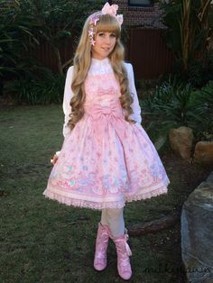 Milkyfawn - A lolita blog.