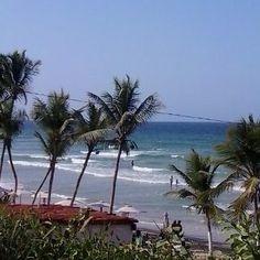 Playa Guacuco te espera para que disfrutes del relajante mar caribe deliciosas comidas y refrescantes cócteles. #HoyEnLaIsla #LaCosaEsEnGuacuco #Venezuela